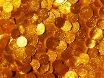 Kto nie honoruje ani grosza;)) - Wiele groszy ma również wartość - znalezisko netto. Grupa pustych szklanek na stole.