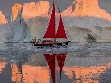 Antarctica. - Landscape puzzle: Cold Antarctica. A boat in the water.