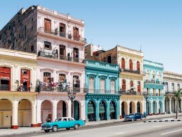 La Habana, Cuba - La Habana, Cuba, edificios. A cerca de una calle frente a un edificio.