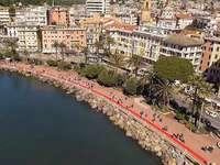 Ιταλία - το μεγαλύτερο χαλί - Το μεγαλύτερο κόκκινο χαλί στην Ιταλία. Ένα λιμάνι με β