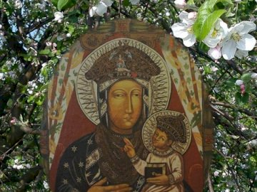 Mother of hope - Picture of Our Lady of Popowska, Mother of Hope from the Sanctuary in Popowo Kościelny. A close up
