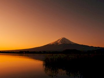 Mt Fuji at Dawn - Silhouette photography of mountain near lake during dawn. Tokyo. A sunset over a body of water.