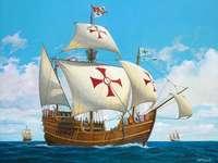 Santa Maria - Nave di Cristoforo Colombo. Una barca nell'acqua.