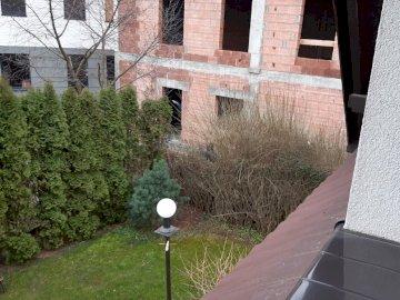 mały mini ogródek - mały mini ogródek i budowa. Zakończenie up ceglany dom.