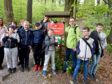 Smoleń Rally 2019 - School rally to Smoleń, May 2019. A group of people posing for the camera. Students at the rally in