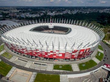 estadio nacional - estadio nacional, varsovia. Un estadio con un gran pastel.