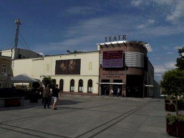 Teatr Miejski w Inowrocławiu - Ułóż puzzle. Czy znasz budowlę na obrazku?.