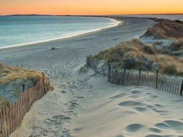 Piasek i morze - Spacer po plaży w Sun Set.