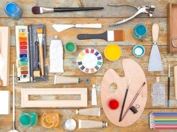 Narzędzia Artysty - Artysta, Malarz, Narzędzia. Różne przedmioty na stole.