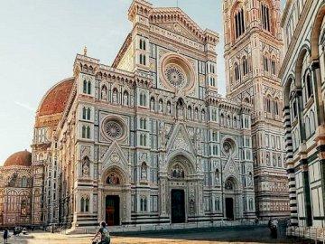 Italian construction: Florence. - Puzzle: Italian construction. Florence. A large stone building.