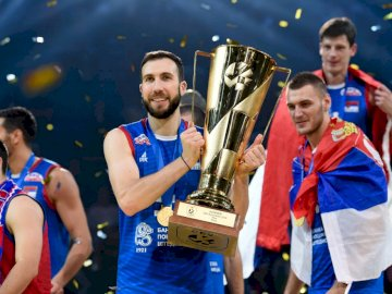 Reprezentacja Serbii w siatkówce - Reprezentacja Serbii w siatkówce. Nemanja Petrić, Srećko Lisinac pozuje do kamery.