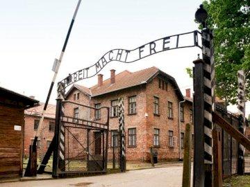 Camp d'Auschwitz - Camp de concentration d'Auschwitz. Une maison qui a un signe sur un bâtiment en brique.