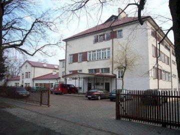 Escuela Kajetan Sawczuk - Jardín de infantes - Escuela Kajetan Sawczuk en Komarno Colonia. Una casa en medio de la calle.
