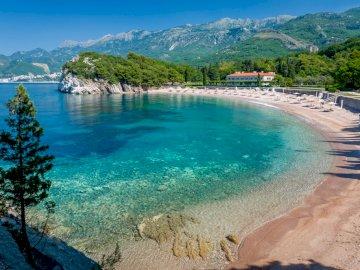 Państwa - charakterystyczne miejsca - Państwo w Europie Południowej powstałe po rozpadzie Serbii i Czarnogóry.  Leży na wybrzeżu Mor