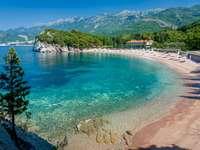 Länder - charakteristische Orte - Ein Land in Südeuropa bildete sich nach dem Zusammenbruch Serbiens und Montenegros. Es liegt an der