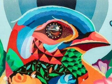 Bunter Vogel in der Kunst - Bunte Malerei, Vogel, Kunst. Eine Nahaufnahme eines bunten Hintergrunds.