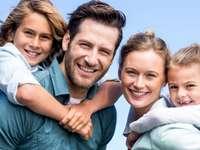 Egy család sétálni