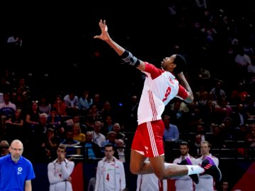 Wilfredo Leon - Wilfredo Leon - Polish representative in volleyball. A man standing in front of a crowd.
