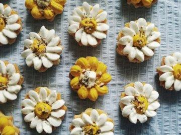 Biscuits aux fleurs - Biscuits au four au design varié.