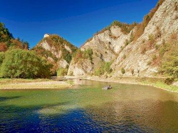 Polska natura - Spieniona toń rzeki, zakręty sięgające nawet 180 stopni, a po obu stronach strome skalne ściany