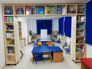 Multimedia - Cabinet multimedia Gradinita 29. A room filled with furniture and a book shelf.