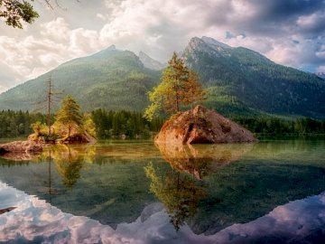 Panorama of water and mountains - reflections in the lake -------------------. A lake with a mountain in the background.