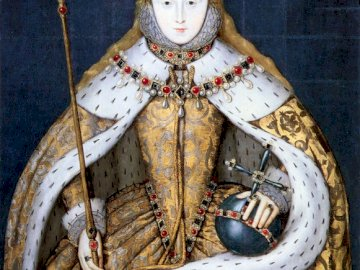 Elizabeth I in Coronation Robes c.1600-10 - Queen Elizabeth I of England in her coronation robes, patterned with Tudor roses and trimmed with er