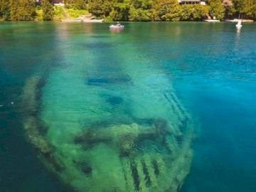 wrak statku - . Zbiornik wodny