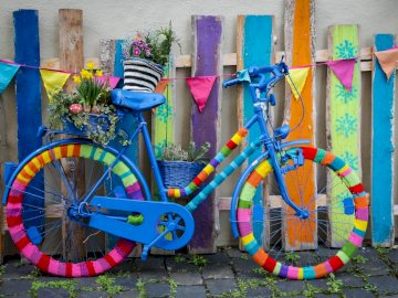 Kolarstwo - . Grupa kolorowych graffiti.
