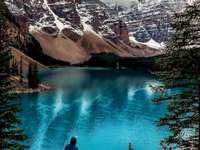 natura pentru copii - . O cascadă mare peste un corp de apă.