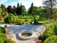 fountain_benches_garden_center
