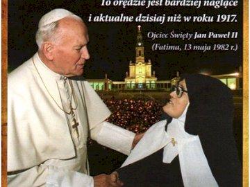Jan Paweł II i s.Łucja - . Mężczyzna stojący przed ciastem.