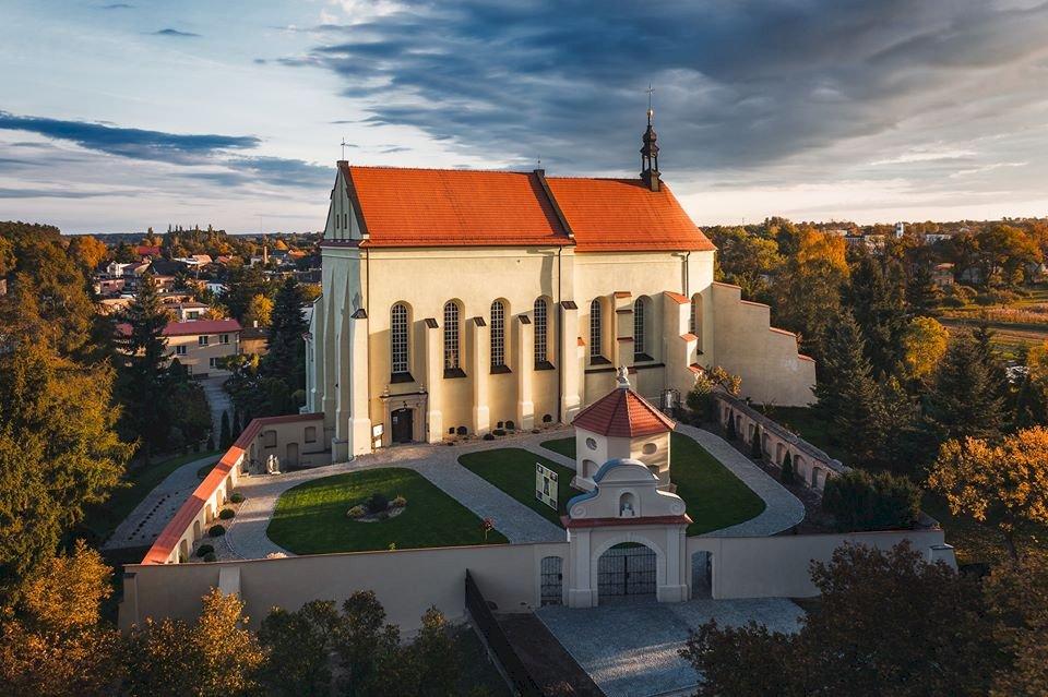 Mănăstirea Ostrzeszów - Un castel deasupra unei clădiri (5×5)