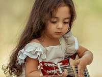 Musikaliska lidenskaper - Flicka med ukulele
