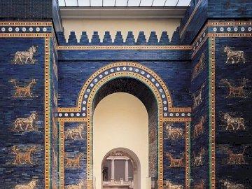 Istar Gate - Istar gate in the Pergamon Museum in Berlin.