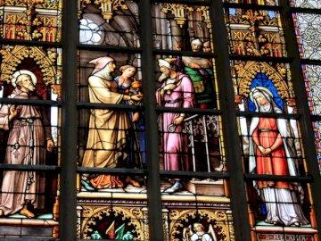 Cathédrale d'York - Peinture religieuse en gros plan. Une grande fenêtre en verre.