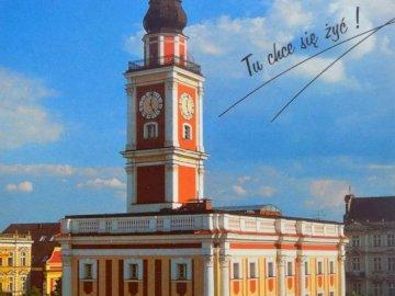 Leszno, Ayuntamiento - Ayuntamiento de Leszczyński, Leszno - aquí quieres vivir. Una pequeña torre del reloj en medio de