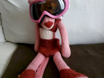 Roselinette - Roselinette, la soeur de Rosette. Un ursuleț înveșmântat care purta o pătură roșie.