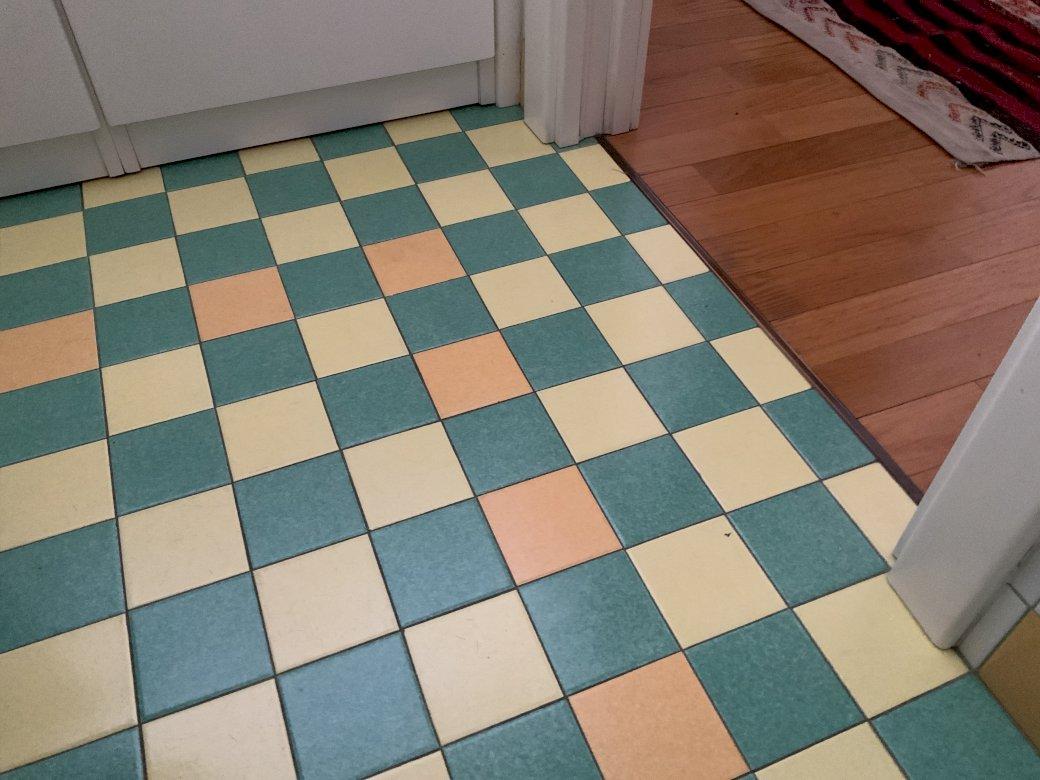 Derde klas - Probeer puzzels voor kinderen. Een blauwe en witte tegelvloer (5×5)