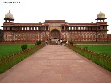 Edificios de la India 4 - Edificios de la India 4-Jahangir Palace. A large brick building with green grass with Agra Fort in t