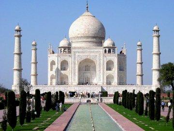 El Taj Mahal - El Taj Mahal (corona de palacios). A group of people standing in front of Taj Mahal.