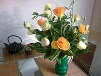 μπουκέτο με τριαντάφυλλα - τριαντάφυλλα, βάζο, μπουκέτο. Ένα μπουκέτο λουλούδια σ�
