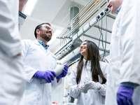 Chemieingenieure sprechen mit