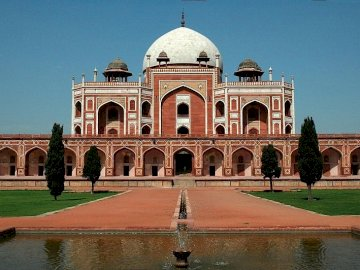 Edificios de la India 7 - Edificios de la India 7-794526. A large stone building with Humayun's Tomb in the background.