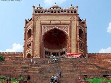 Fatehpur Sikri - Fatehpur Sikri es una ciudad en el distrito de Agra de Uttar Pradesh, India.4-716280. A large brick