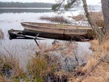 Vue - Vue ................. Petit bateau dans le réservoir d'eau.
