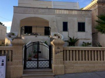 casa Bianca - Casa Bianca Italiana ..... Un grande edificio in pietra.