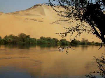 Brzeg Nilu - Widok z wyspy Elefantyna na Nilu.
