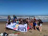 Majane Maase 2019 Sio Moron - Summer Majane 2019. A group of people standing on top of a sandy beach.