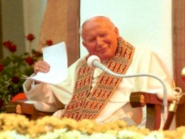 Pope John Paul II - By arranging puzzles we will meet a special man. Photo downloaded google search engine. A man sittin